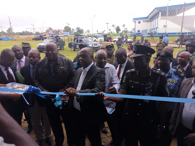 The Honourable Minister of Transportation, Mr. Rotimi Amaechi(Middle), to his immediate right is the Rector, MAN, Oron, Commodore Emmanuel Effedua(Rtd), and to the Minister's  left is the Commissioner of Police Akwa Ibom State Police Command, Zaki Ahmed during the unveiling of  ultra-modern infrastructure at the Academy on Monday.