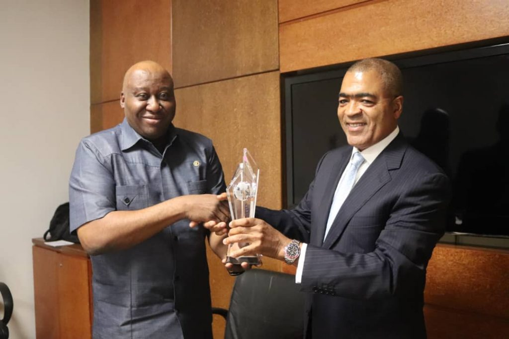 Mr Ademola Seriki (Right) Chairman Governing Council and Commdore Duja Effedua (Left) displaying the 2019 Best Maritime Institution Award received by the Academy.